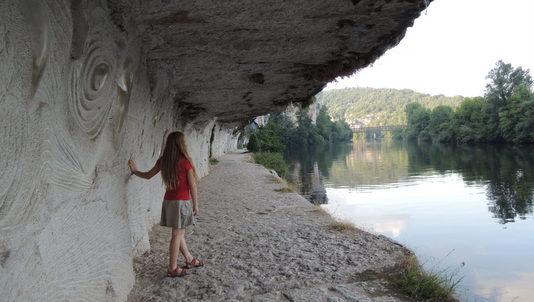 Chemin de halage taillé dans le roc