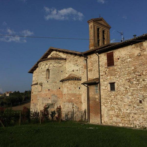 Saint Sabin au pied de la ville de Spoleto