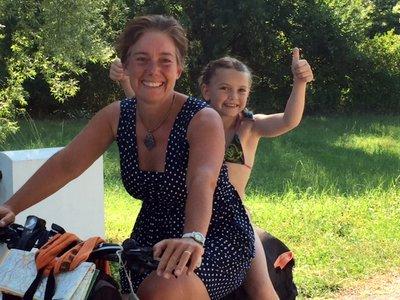 Arrivée à Lauzerte après 3500 km à vélo sur les chemins de France, août 2016