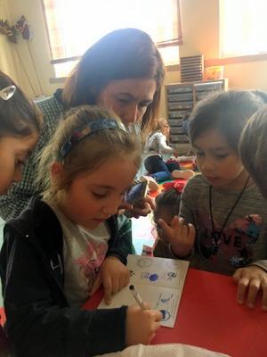 Les enfants signent la crédenciale