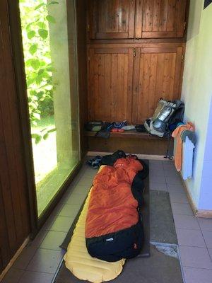 Bivouac dans les toilettes de Saint Hugues de Chartreuse