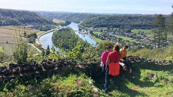 Vue sur la Meuse depuis les ruines de Poilvache
