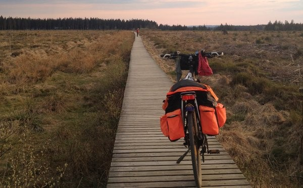 Pèlerinage à vélo : que mettre dans ses sacoches ?