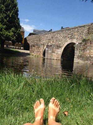 Baignade sous un pont romain