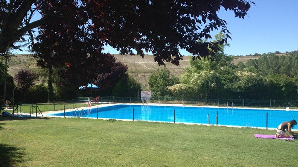 Hontanas et sa piscince d'eau de source
