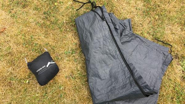 Sursac de bivouac en housse de parasol