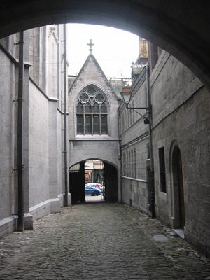 Huy : rue des Cloîtres