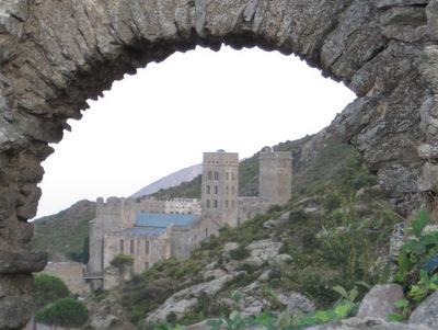 San Pere de Rodes vu de l'ancien village de Santa Helena