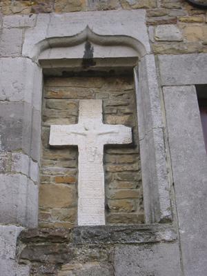 Croix dans le mur du presbytère de Saint-Séverin