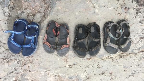 Mes différentes paires de sandales, dont certaines ont pas mal marché